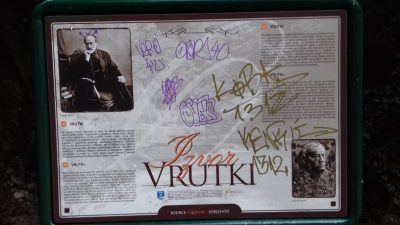 Vandali ponovo u akciji – Nakon kule na Vojaku 'na udaru' informativne table u Opatiji