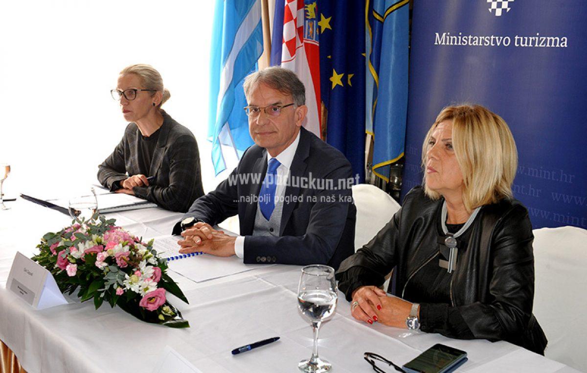 FOTO/VIDEO Ministar turizma Gari Capelli u Opatiji potpisao bespovratna sredstva Regionalnom centru kompetitivnosti