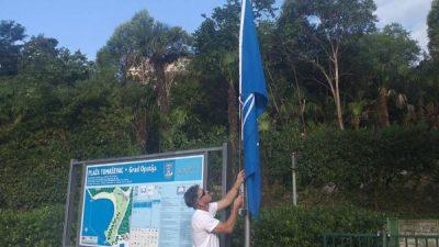 U OKU KAMERE Podignute Plave zastave na plažama Ičići i Tomaševac
