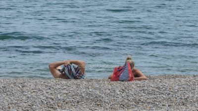 Policija upozorava na učestale krađe na plažama: 'Ne ostavljajte stvari bez nadzora dok ste u moru'