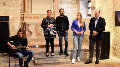 FOTO/VIDEO Boje Mediterana Marka Valjka ispunile galerijski prostor crkvice Sv. Trojica