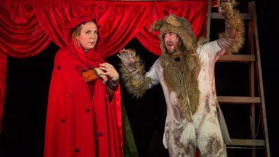 """Vuk vegetarijanac i lovac plašljivac u predstavi """"Crvenkapica – tko se boji vuka još?"""""""