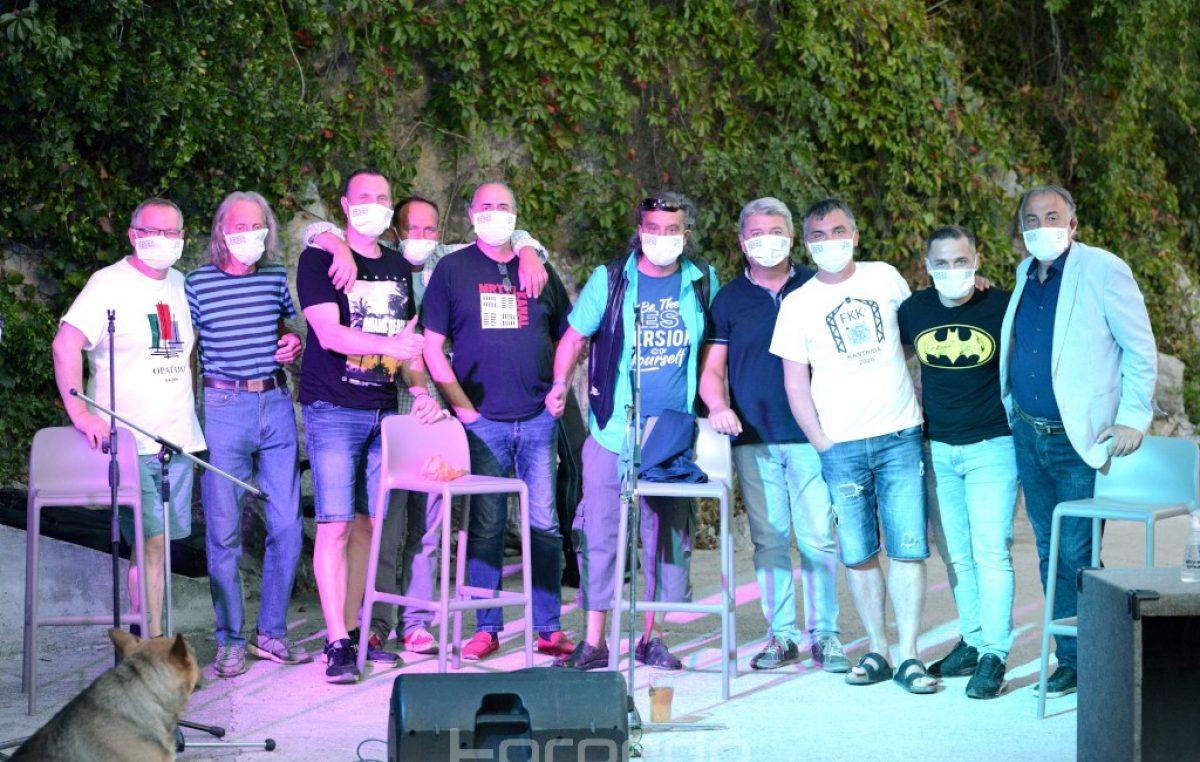 VIDEO/FOTO Antivirusni program pod maskama uz Kantriderse obilježila odlična atmosfera @ Morski prasac