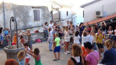 FOTO/VIDEO Festival malih i minijaturnih scena Džep ispunio je Brseč dječjom kreativnošću i veseljem