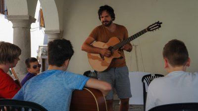 FOTO 15 polaznika krenulo u savladavanje glazbenih vještina pod vodstvom Zorana Majstorovića