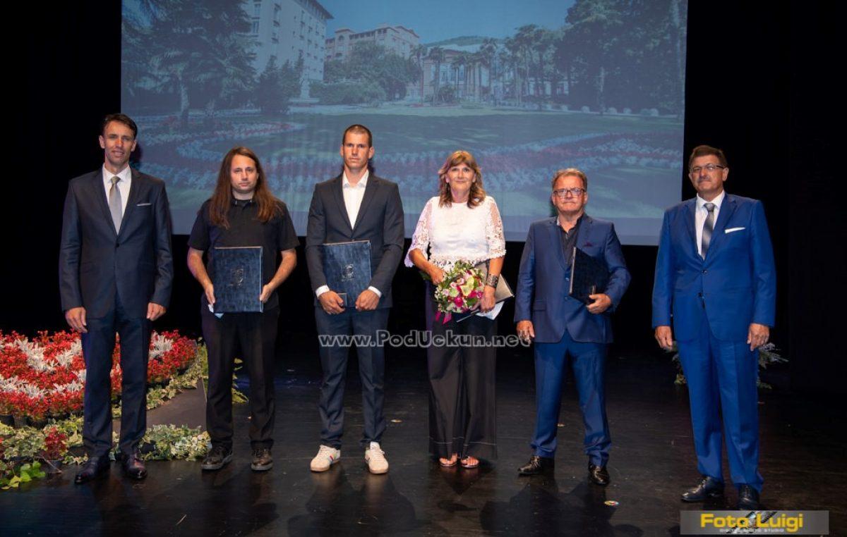 FOTO Skromna svečana sjednica Vijeća: U posebnim okolnostima dobitnicima uručene gradske nagrade