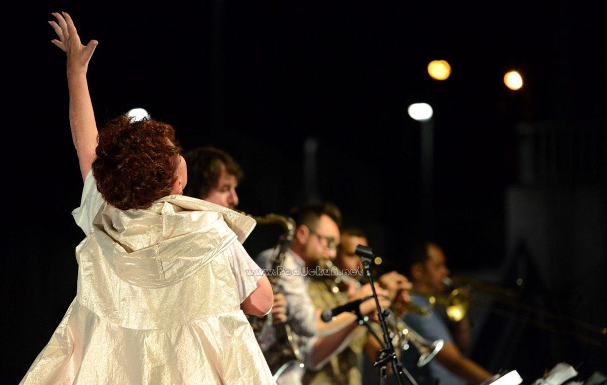 FOTO/VIDEO Zdenka Kovačiček & Greenhouse blues band oduševili publiku u Amfiteatru @ Matulji