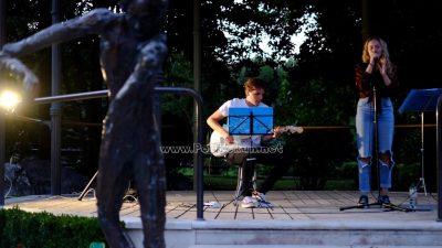 Park Angiolina ispunjen glazbom – Mladi ulični svirači oduševili okupljenu publiku