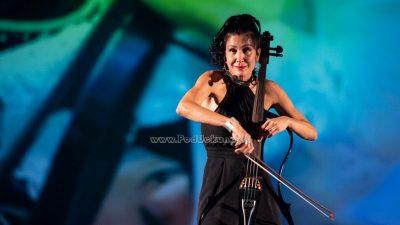 FOTO/VIDEO Serenada Opatiji iz žica sjajne violončelistice: Ana Rucner očarala Ljetnu pozornicu