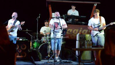 FOTO Koncertom SuperCover banda završen glazbeni program 29. Kastafskog kulturnog leta