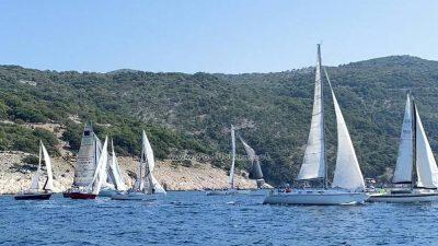 Ivica Šćurić i posada broda Follow us pobjednici 'prve etape' Liburnijske regate Vela vrata 2020.