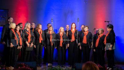 FOTO/VIDEO Koncert Mješovitog pjevačkog zbora Štorija iz Rukavca ispunio Hangar zborskom pjesmom