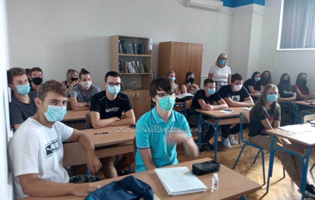 FOTO Započela je 'korona školska godina' – Fotografije učenika s maskama na licu svi ćemo zapamtiti za cijeli život