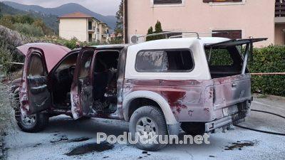 FOTO/VIDEO Vatrogasci u Lovranu spriječili katastrofu – Gorio auto s bocom plina i kanistrom benzina
