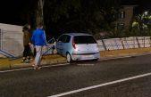 Pripazite u prometu donjom cestom: Zbog skliskog kolnika automobil izletio u zaštitnu ogradu