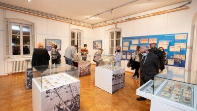 FOTO/VIDEO Otvorena izložba 'Promotori turizma iz poštanske torbe'
