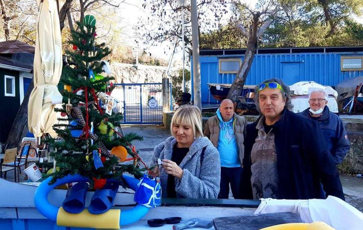 U OKU KAMERE Kantrida dobila najoriginalnije okićeno božićno drvce