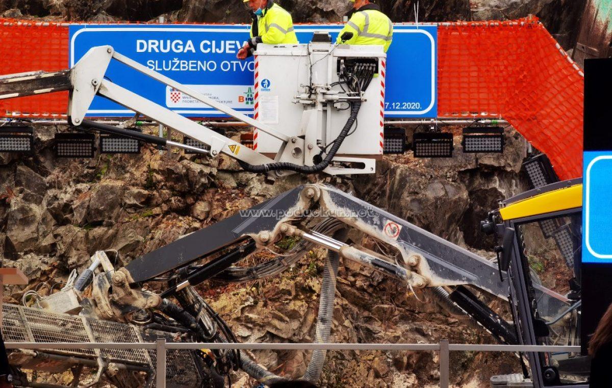 [VIDEO/FOTO] Krenulo probijanje druge cijevi tunela Učka!