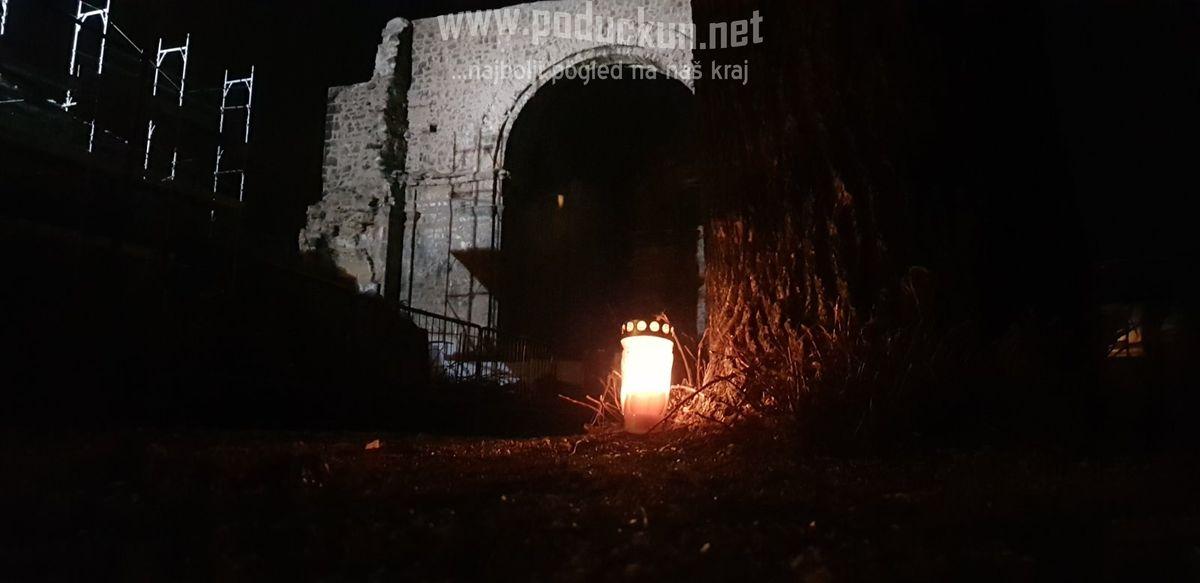 prosvjednici pale lumine posjecena stabla na crekvini najavljena sadnja novih