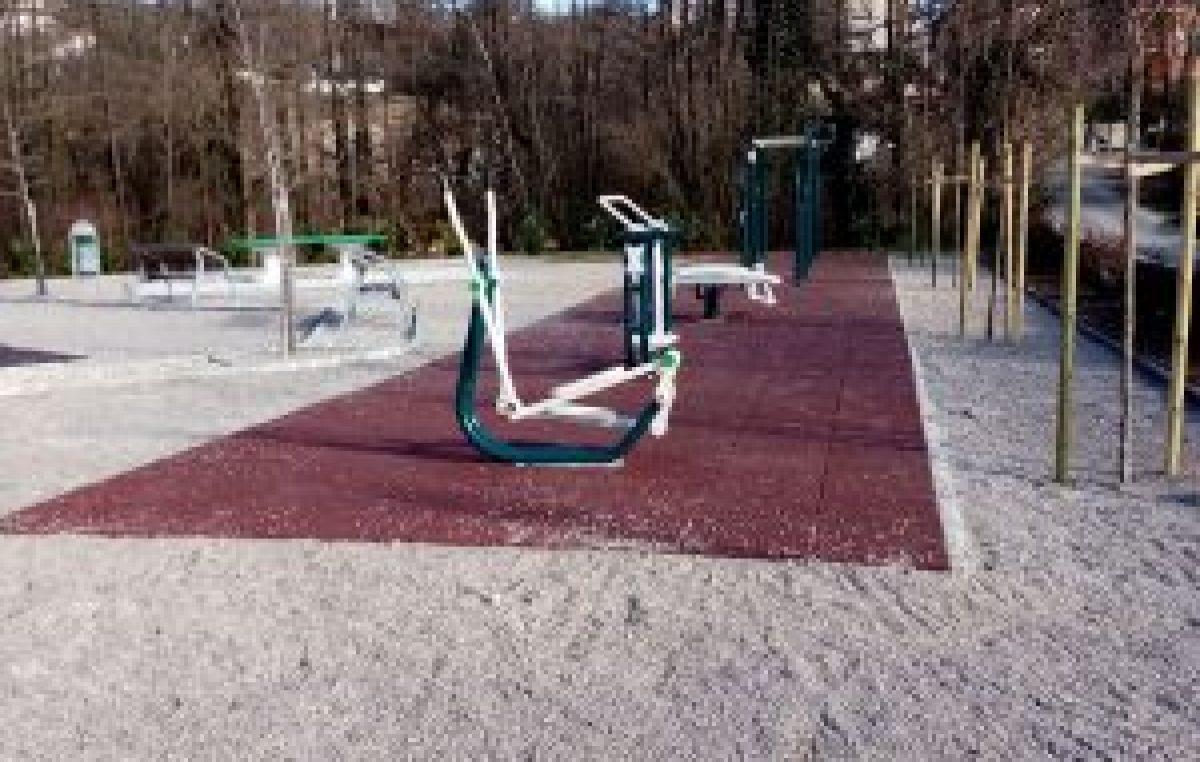 Počela izgradnja novog dječjeg igrališta u Viškovu; u Pešćićićima postavljene fitness sprave