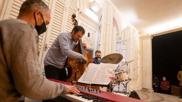 [VIDEO/FOTO] Wagner u fokusu: Sjajnim glazbeno – slikarskim događajem Vedrana Ružića otvorena ovogodišnja izložbena sezona u Šporeru