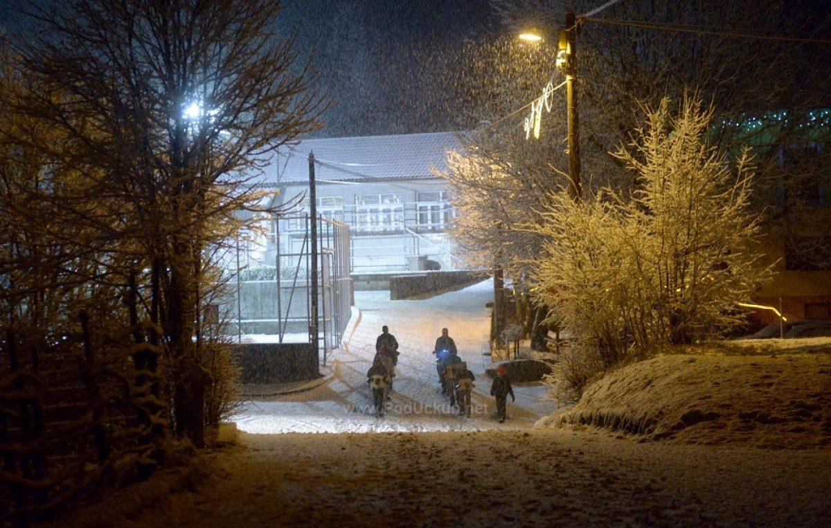 [VIDEO] Zazvonila prva zvona – Noćašnjim pohodom Žejanskih zvončara 'po bijelom tepihu' otvoreno peto godišnje doba