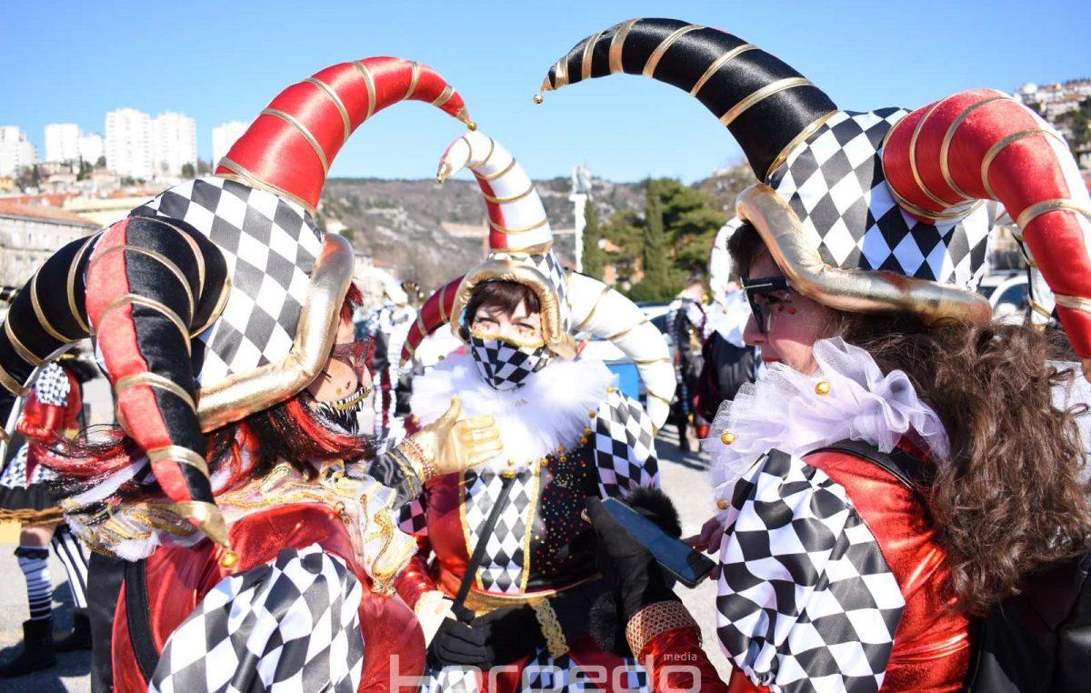 [VIDEO/FOTO] 'Karnevalska šetnja' kao alternativa Međunarodnoj karnevalskoj povorci