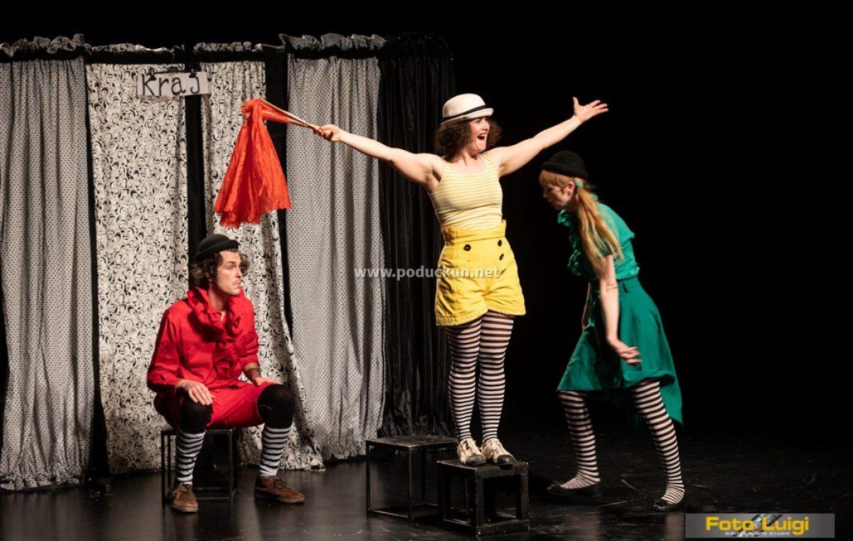 [FOTO] Triko cirkus teatar mališanima predstavio veseli putujući cirkuski cabaret 'Triola la la la'