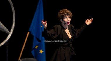 Ecija Ojdanić u 'Vla Vla Vlajland cabaretu' oduševila Gervais