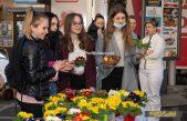 [FOTO] Obilježavanje Međunarodnog dana žena: Cvijeće za sugrađanke u Opatiji, Kastvu, Matuljima i Voloskom