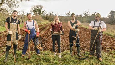 [VIDEO] Koktelsi s pozornice na njivu: u novom video spotu postali su farmeri