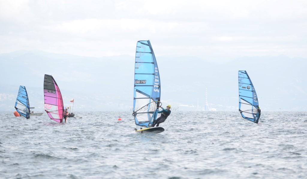 foto jugo i korona obiljezili regatu windsurf foil opatija 2021 igor legac najbolji nakon prvog dana jedrenja