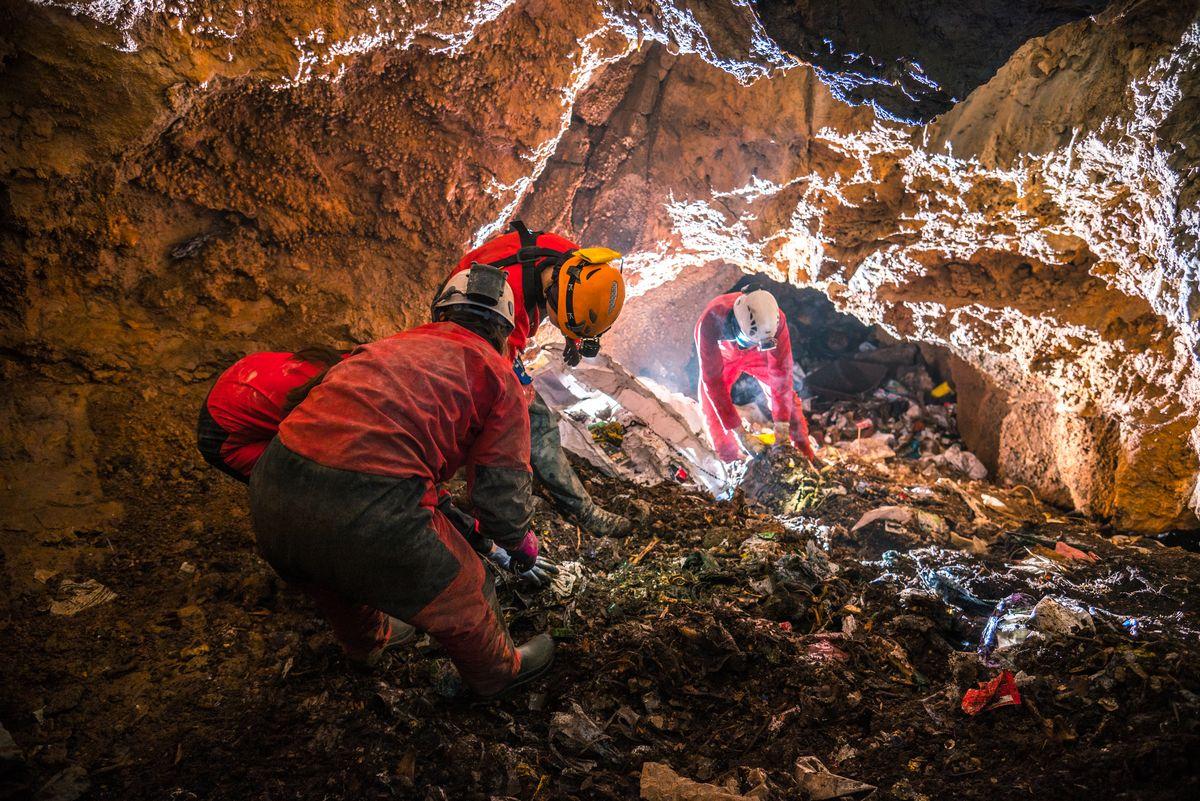 Iz Jame na Saršonima izvučeno gotovo deset kubika otpada