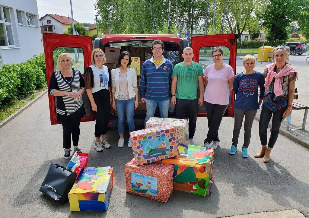 donacija osnovne skole rikard katalinic jeretov kolegama u glini