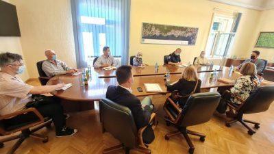 Kirigin održao sastanak s ravnateljima ustanova i direktorima trgovačkih društava