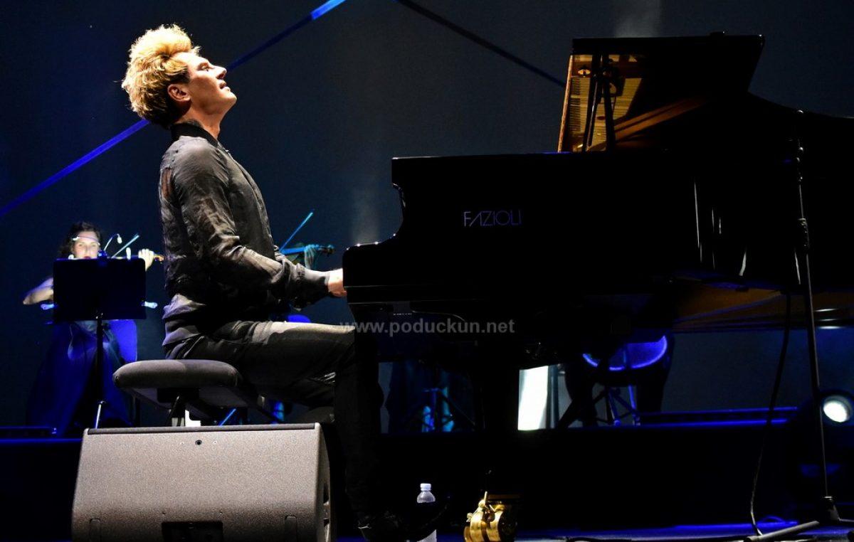 [FOTO/VIDEO] Otvoreno Ljeto na Ljetnoj – Sjajnim nastupom Maksim Mrvica otvorio koncertnu sezonu
