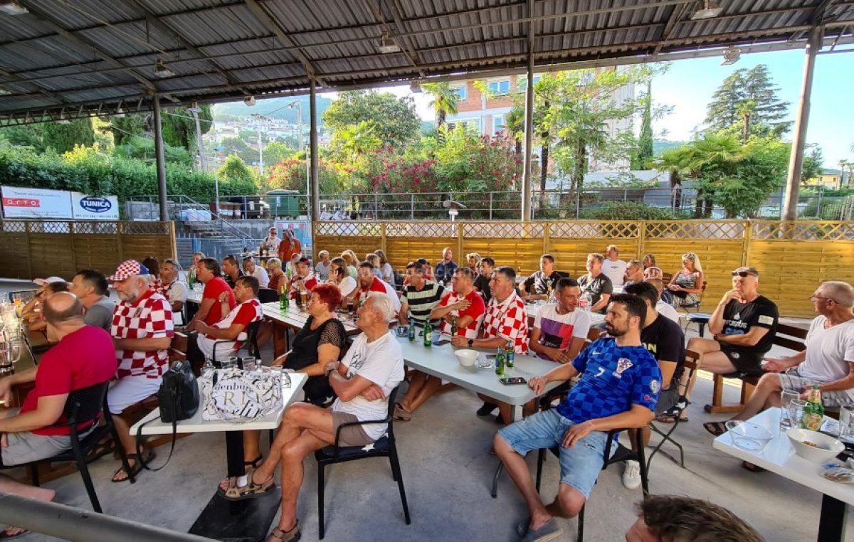 [FOTO/VIDEO] Podrška Vatrenima do posljednje sekunde – Hrvatska ispala nakon jedne od najluđih utakmica na Euru