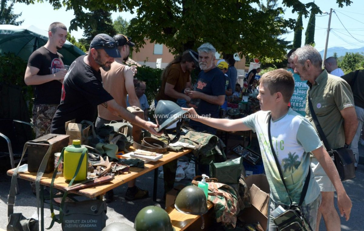 [FOTO/VIDEO] 8. susret kolekcionara militarije, vojne memorabilije i starina okupio brojne izlagače i publiku