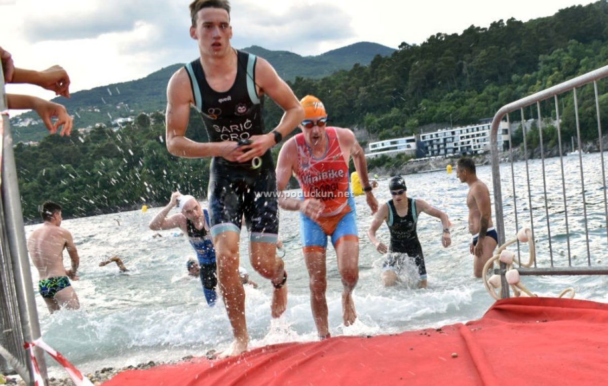 [FOTO] Više od 350 triatlonaca nadmetalo se na Preluku: Bili su jači od valova, vjetra i visoke temperatura