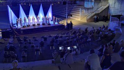[VIDEO] Sjajnim izvedbama ženska i muška klapa Kastav oduševila publiku u Amfiteatru @ Matulji
