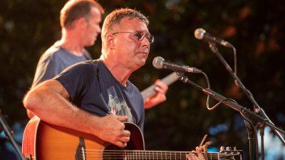 Hari Rončević nastupio u Mošćeničkoj Dragi u sklopu manifestacije 'Koncertni kolovoz'