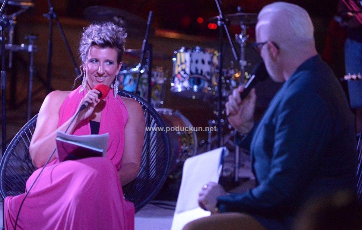 [FOTO/VIDEO] Promocija knjige 'Va jenen dahe' autorice Tajane Dukić ispunila Lokvinu do posljednjeg mjesta