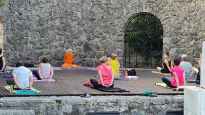 Joga na Ljetnoj pozornici u sklopu projekta 'Opatija – Zdravi grad'