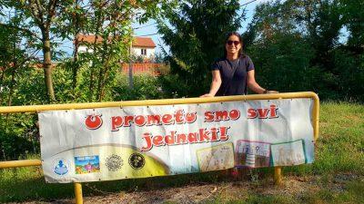 """""""Za siguran koračić"""": Postavljeni transparenti sa ciljem skretanja pažnje vozačima na djecu"""