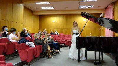 [FOTO] Mia Pečnik ispunila Villu Antonio sjajnim izvedbama klasične glazbe