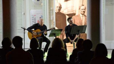[FOTO/VIDEO] Večer španjolske gitare i Eluardove poezije u izvedbi Zvonimira Radišića i Denija Sankovića oduševila publiku